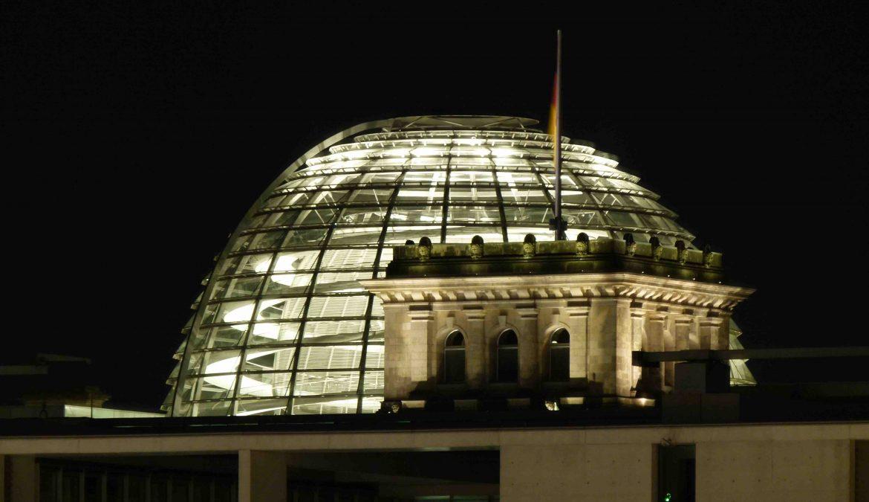 Beatrix von Storch: Merkels Volksdefinition ein Staatsstreich?